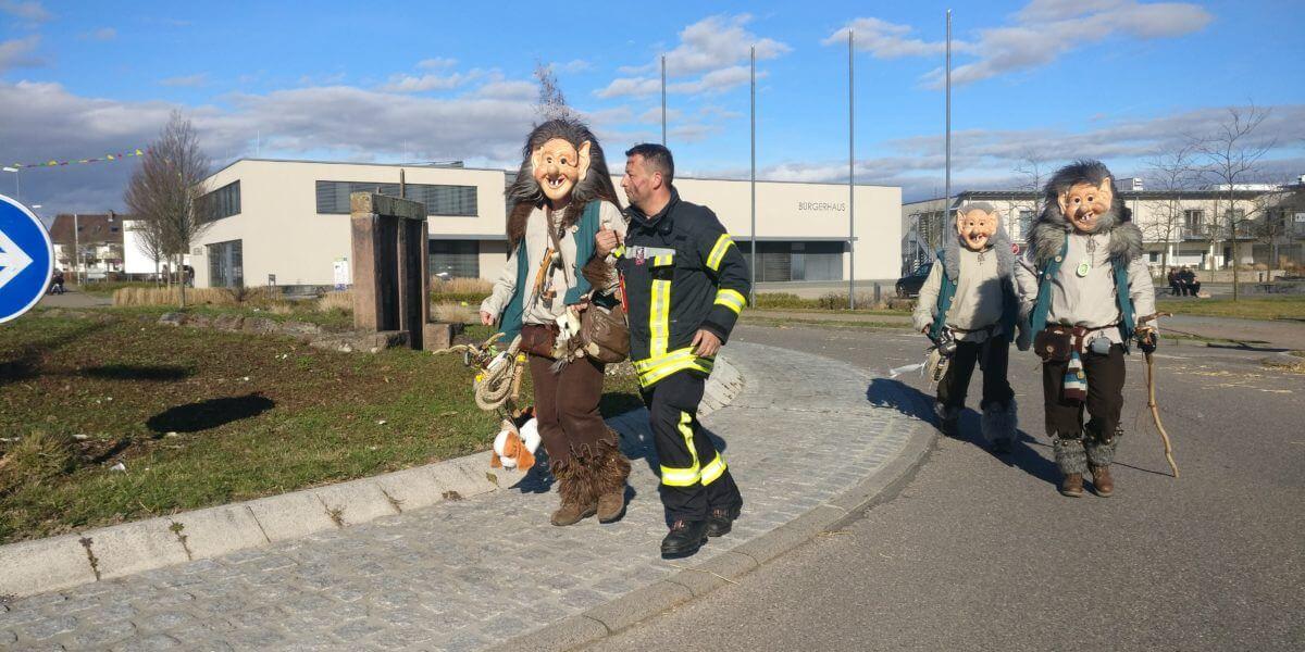 Beitragsbild zu: Arbeitsreiches Fastnachtswochenende für die Feuerwehr Rheinhausen