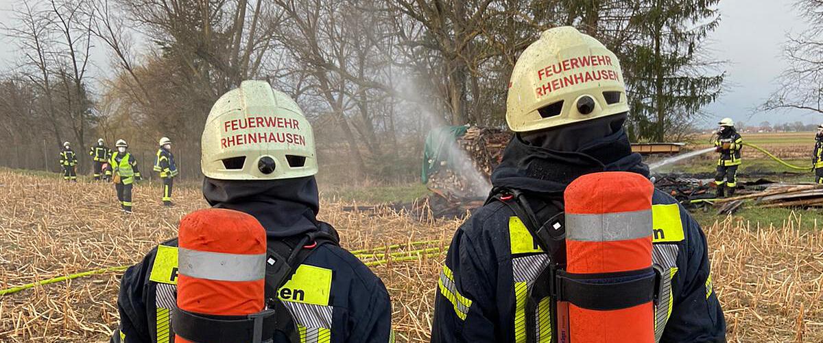 Beitragsbild zu: Einsatz Nr. 12/2021: Brennender Holzstapel
